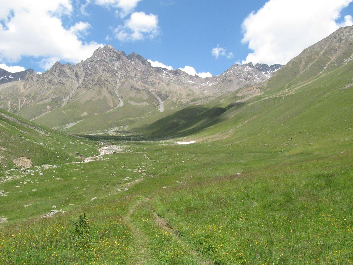 Кавказ 2019. Ущ. Ирик-чат. Там где снежник - там ставили палатки в августе.