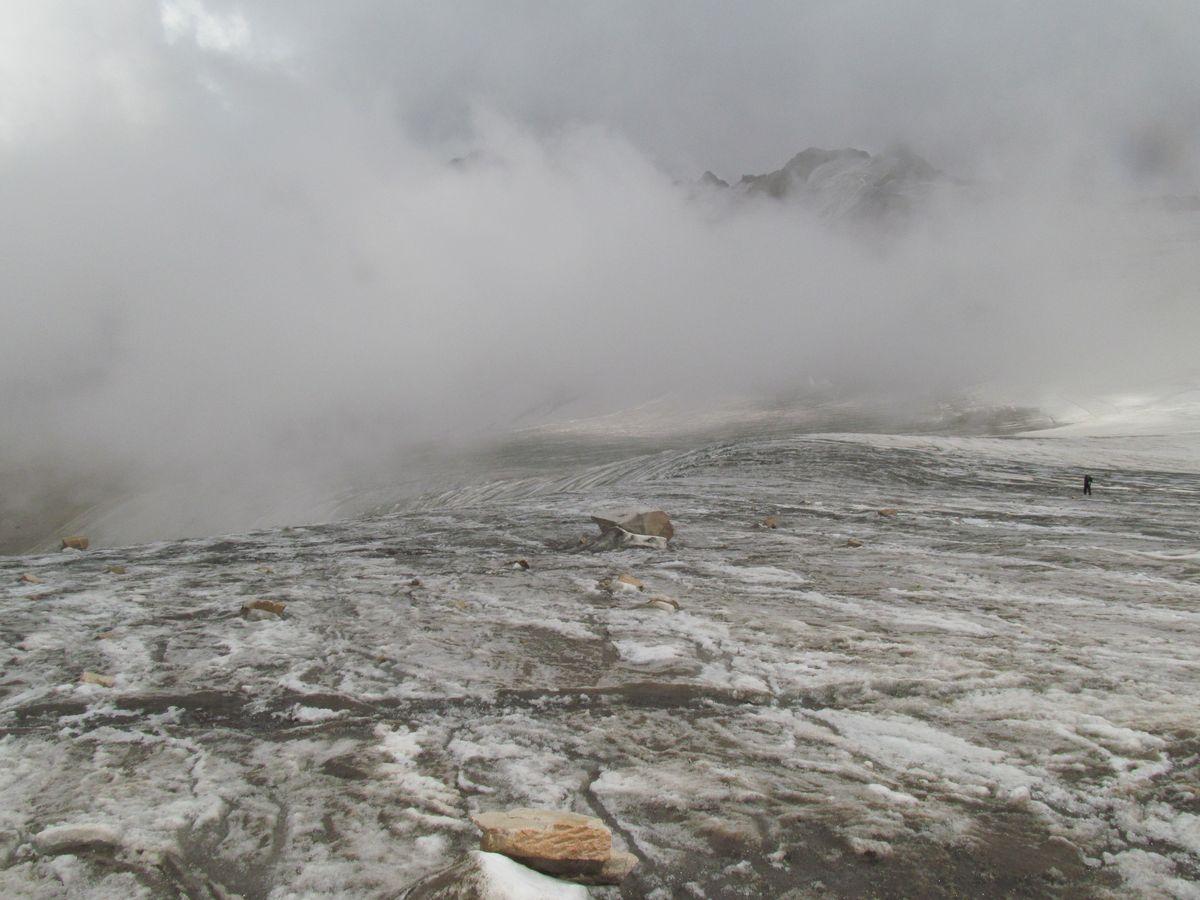 Кавказ 2017. Ущ. Каярты-су. Вид с перевального взлёта на лед. Каярта Западный.
