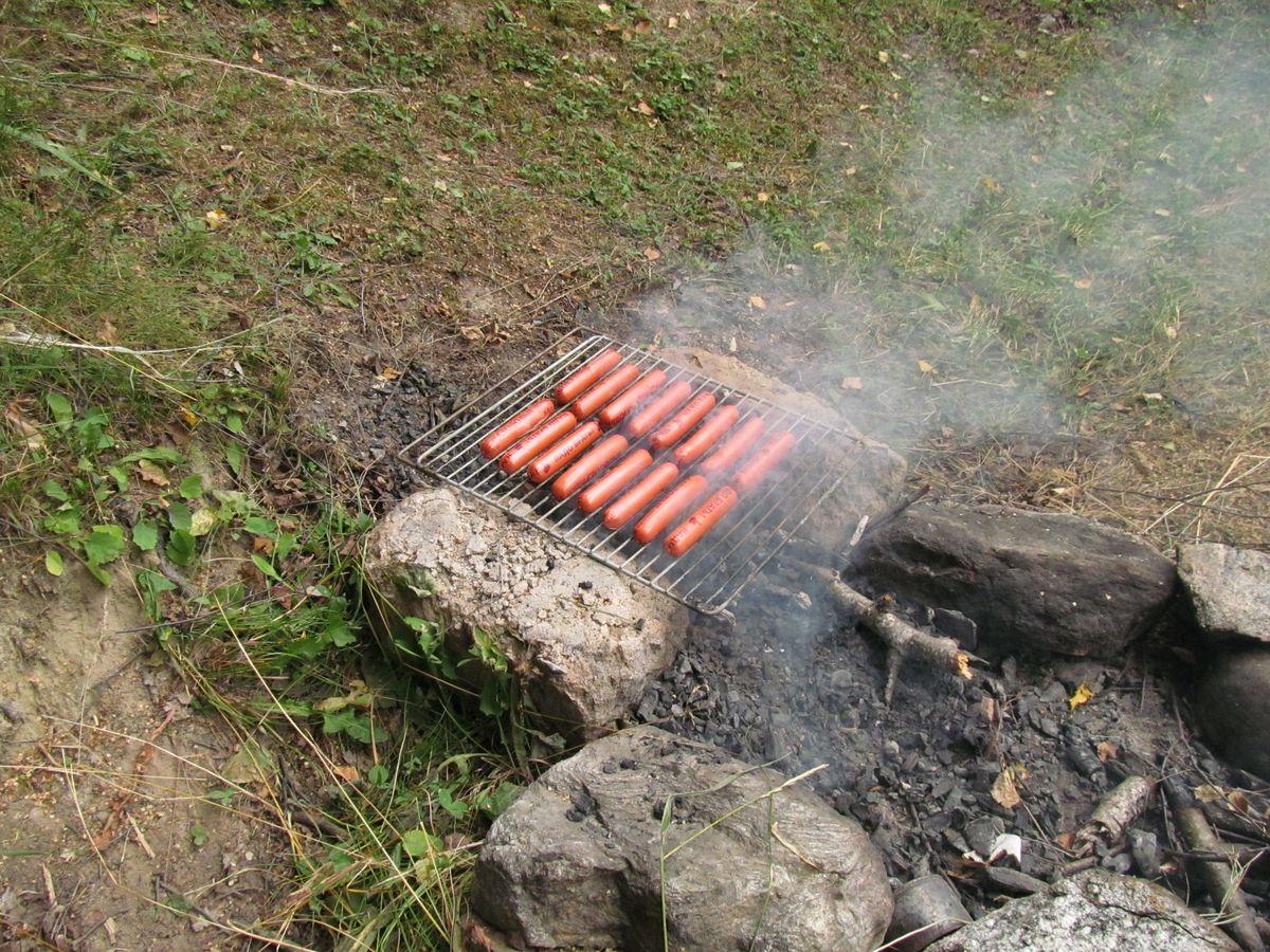 Кавказ 2018. Ущ. Тютю-су. Стало уже традицией в первый день поджаривать сосиски.