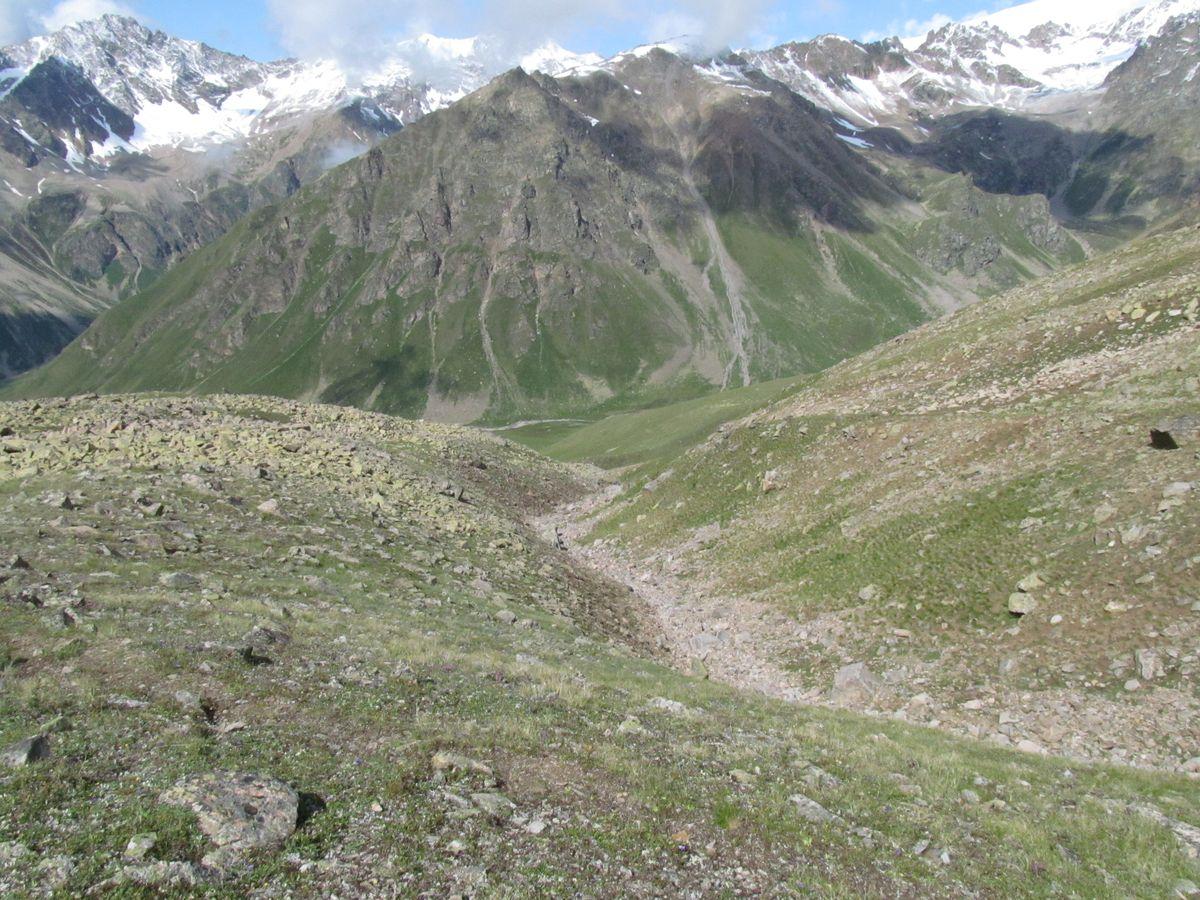 Кавказ 2019. Ущ. Ирик-чат. Спуск вниз. Как будто и не было снегопада.